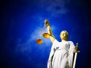 justice-2071539
